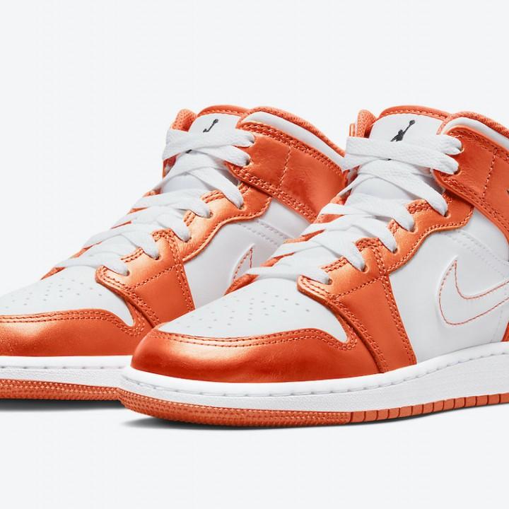 Giày Nike Air Jordan 1 Mid GS White Orange DM4228-800